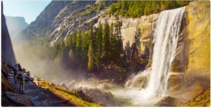 Vernalský vodopád v Yosemite