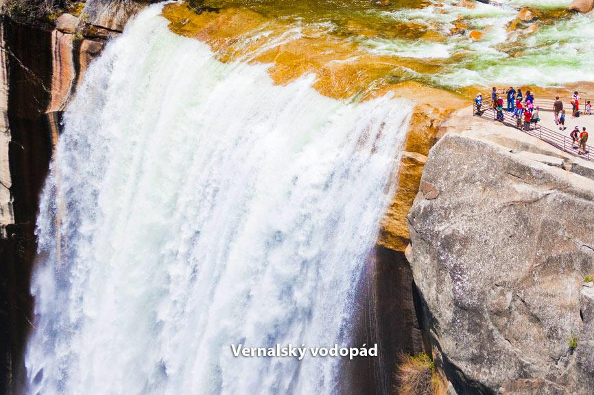 Vernal vodopád Yosemite