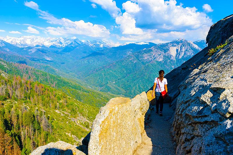 Cesta na Moro Rock v Sequoia národním parku